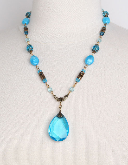 1077N Aqua Glass Necklace